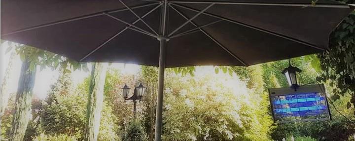 Lampa owadobójcza w ogrodzie